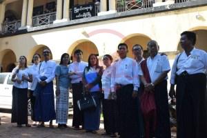 ၈၈ မျိုးဆက် ပွင့်လင်းလူ့အဖွဲ့အစည်းတို့ မော်လမြိုင်ခရိုင်တရားရုံးရှေ့အမှတ်ဓါတ်ပုံ(MNA)