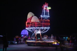 rooster-art-car-burning-man