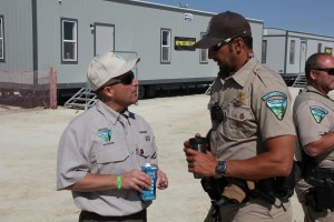 Gene Seidlitz (L) talks to Special Agent Dan Love (R). Image: Boing Boing