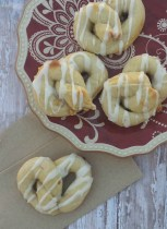 30 Minute Apple Pie Pretzel Recipe