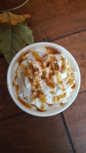 Creamy and Hot Caramel Apple Cider
