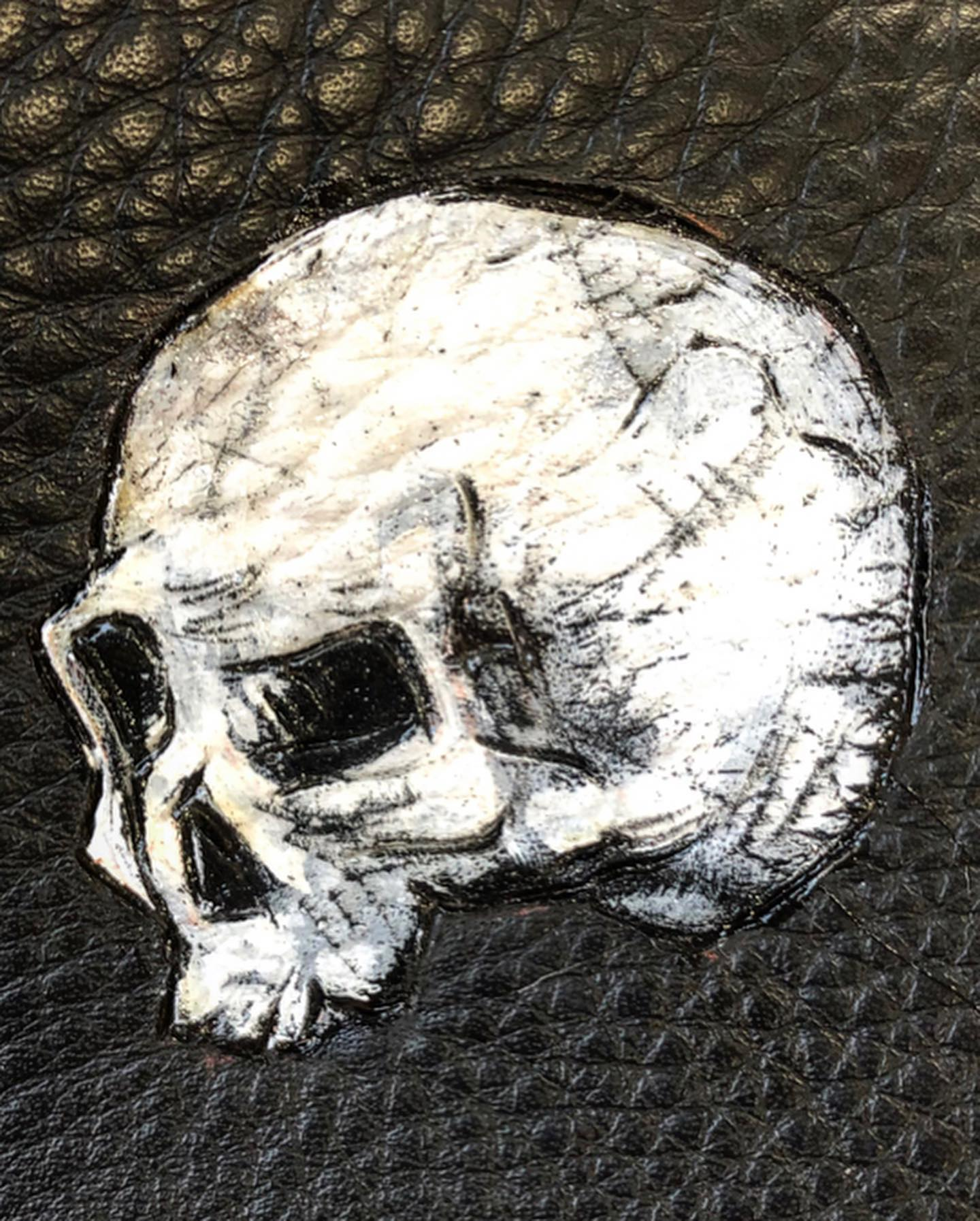 sketchy-drawn-skull-white-black-leather-art-burnwizard