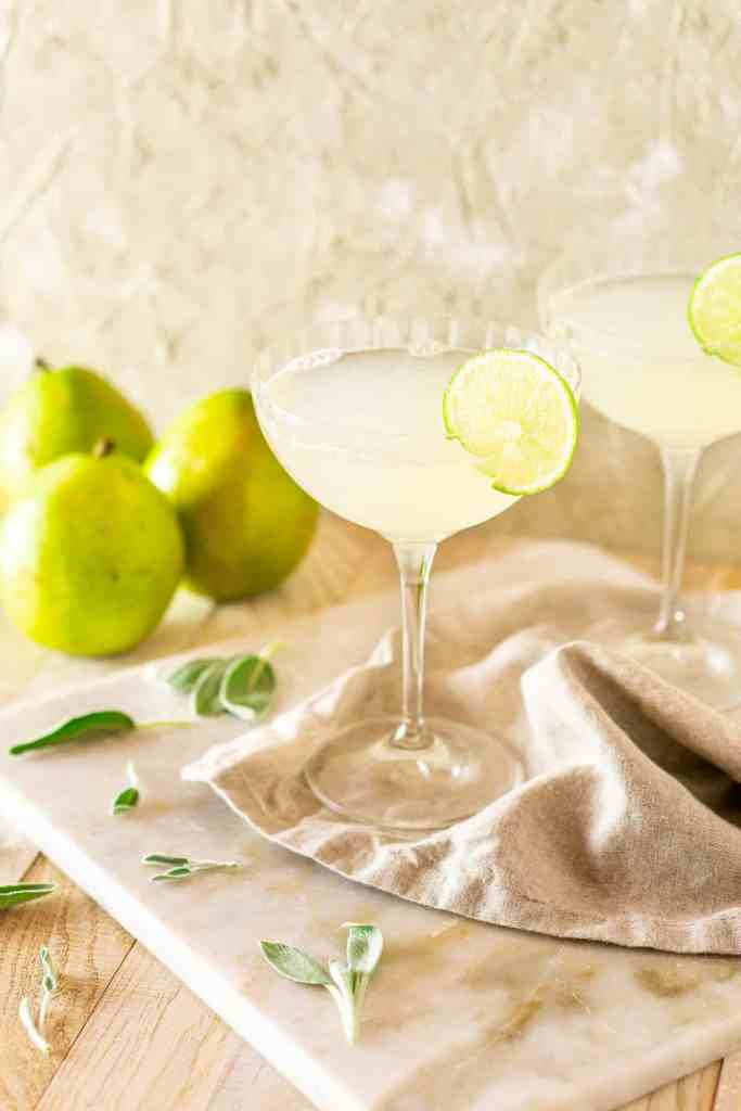 A side view of the pear-sage gimlet with pears behind it.