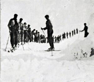 Uludağ'da kayakçılar katarı