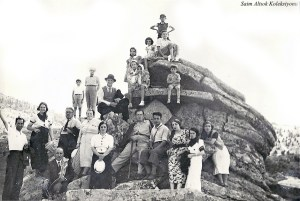 Kurbağa Kaya (1937) Solda önde oturan Dr. Cevat Tahsin Peksun