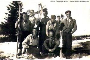 En önde sol başta H. Muzaffer Kalkan, ikinci sırada sağdan ikinci Orhan Tunçgöğüş,