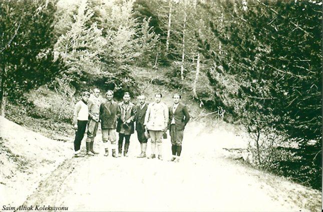 Soldan üçüncü Saim Altıok , altıncı İ. Celal Antel