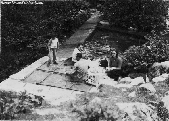 Sol başta ben, sonra sırasıyla Münevver Belen, H. Muzaffer Kalkan, Şahsine ve Saim Altıok (1937)