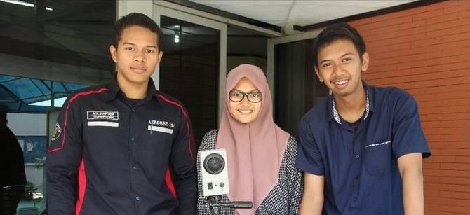 Siti Amalina Azahra, Dimas Eko Prasetyo, dan Achmad Syafiudin adalah mahasiswa UB yang membuat alat Tersimeniom (merdeka.com)