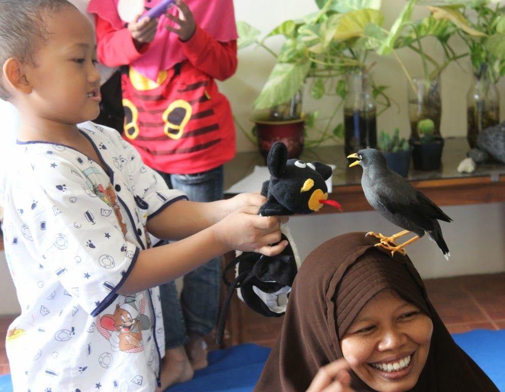 Bulbul hinggap di kepala tamu (ida-nurlaila.blogspot.co.id)