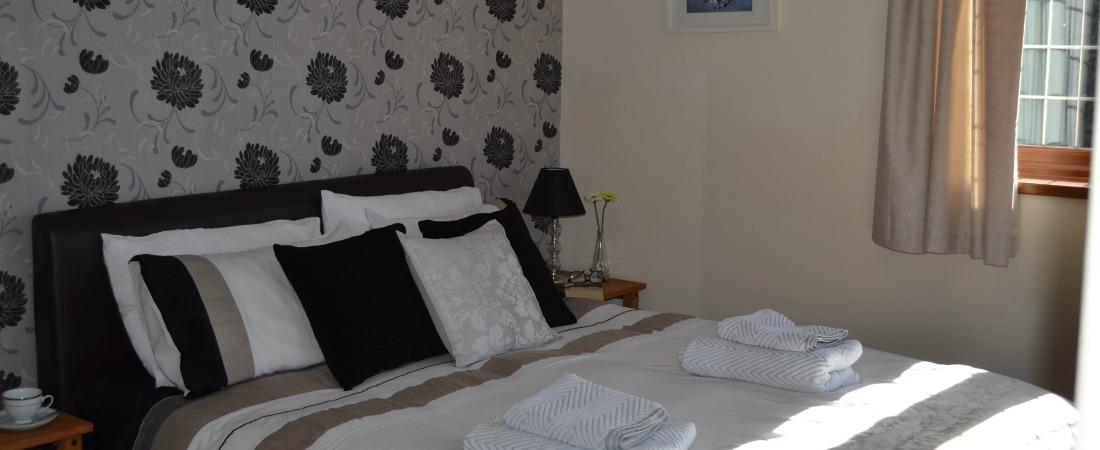 Holiday Let Bristol Master Bedroom Sleep 12