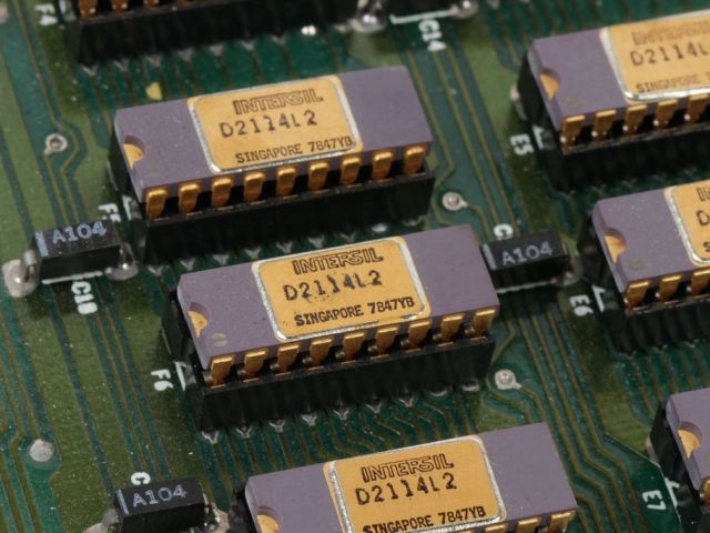 intersil-semiconductor-chip-microchip-zdroj-windell-oskay