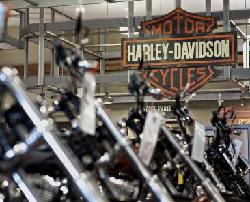 Harley-Davidson motorcycles sit on display at the Starved Rock Harley-Davidson dealership in Ottawa, Illinois, U.S., on Tuesday, April 22, 2014. Harley-Davidson Inc. rose the most in almost 18 months after reporting first-quarter profit that topped analysts' estimates as retail sales of motorcycles increased. Photographer: Daniel Acker/Bloomberg via Getty Images