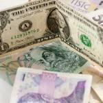 Koruna významně posiluje k dolaru, k němuž je nyní nejsilnější za tři roky