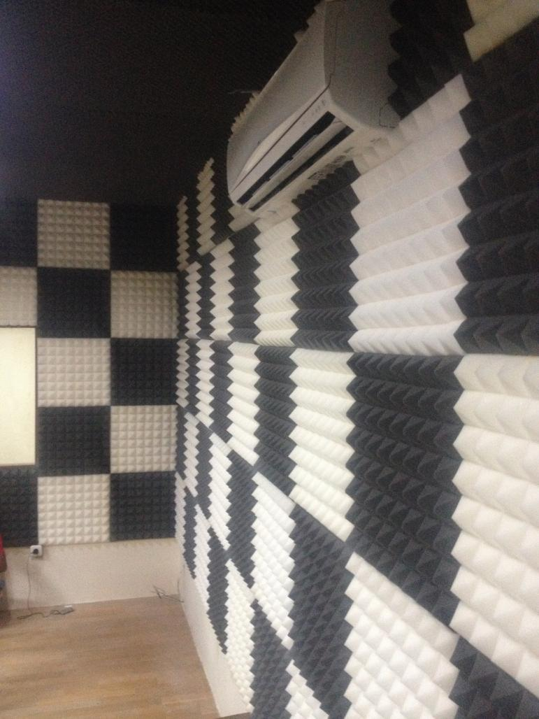 interior ruangan  Busa peredam suara