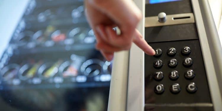 En este momento estás viendo Ya es posible comprar aperitivos en una máquina expendedora usando Lightning Network