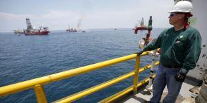 Lee más sobre el artículo El petróleo está experimentando un exceso de oferta poco frecuente que amenaza con golpear aún más el mercado e impulsar los precios aún más bajos