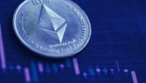 Lee más sobre el artículo El crecimiento del volumen de operaciones de Ethereum supera a Bitcoin en 2021: Informe
