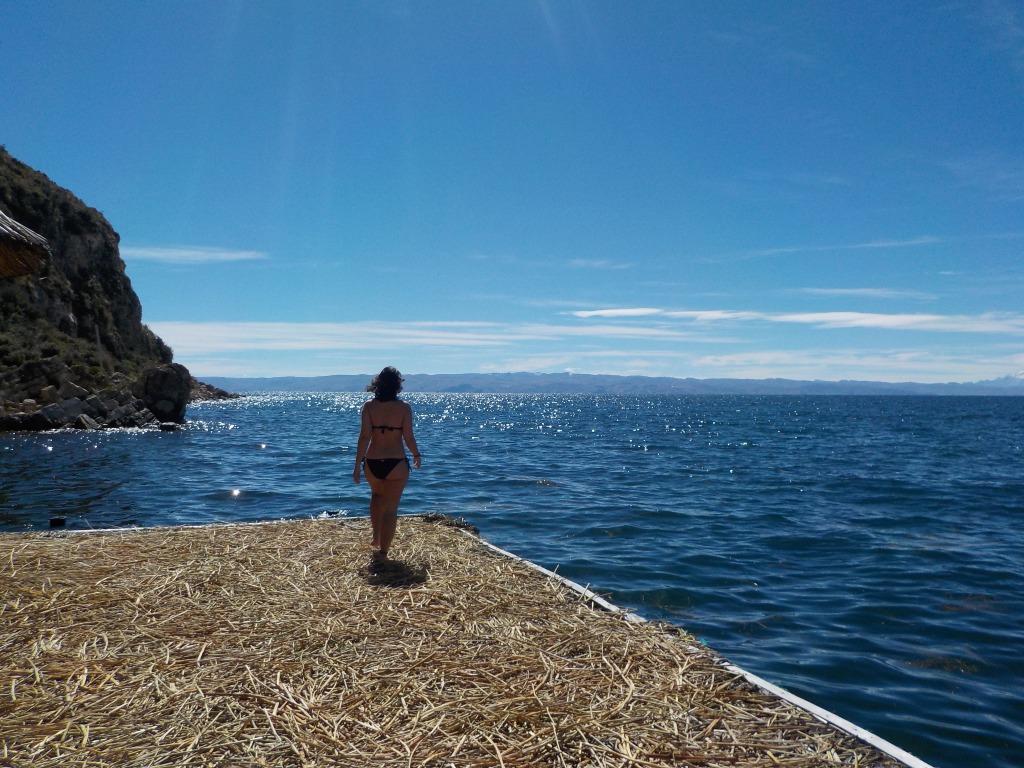 Baño en el Lago Titicaca, Isla del Sol, Bolivia