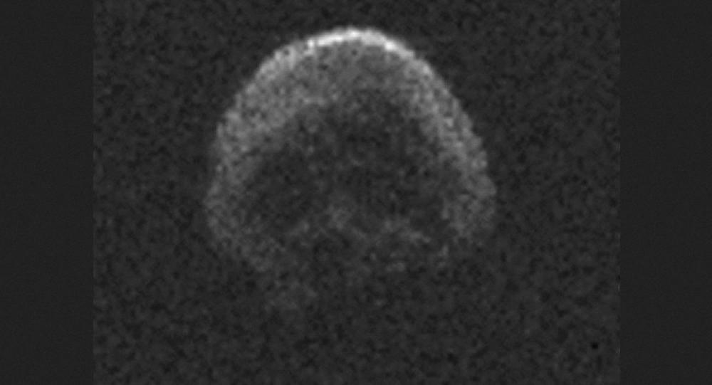 """Un """"cráneo espacial"""" se acerca a la Tierra"""
