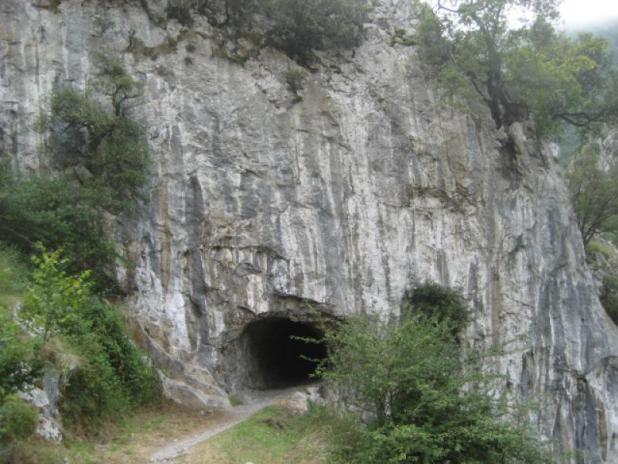 Cueva en la Ruta