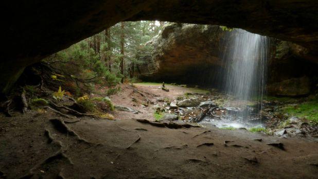 Hermosa cascada de Cueva Serena