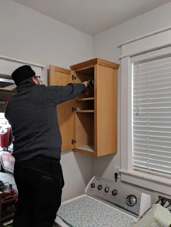 How to remove cabinets
