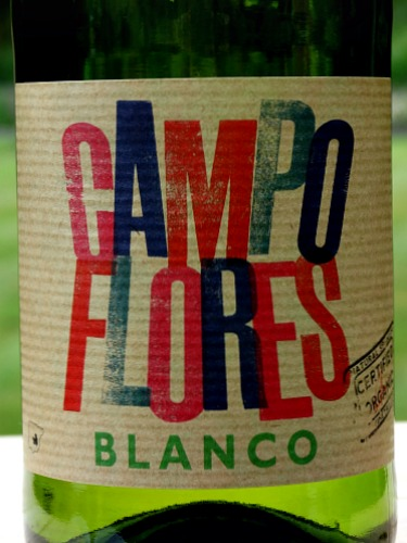 Campo Flores Blanco 2016 is a fresh, organic dry white wine; vibrant pear and tropical fruit flavours; a good aperitif and party white wine; easy-drinking