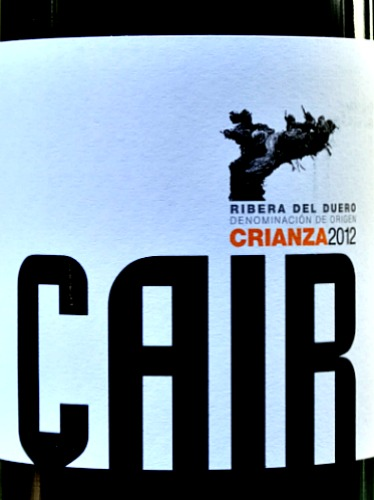Dominio de Cair Crianza is an appealing, elegant and full bodied dinner party red. Intense and complex aromas of blackcurrant fruit, leather and dark chocolate and a wonderfully complex and succulent palate of black fruits with well integrated oak. This wine demonstrates how power and finesse can be brilliantly combined. The flavours are very long. 93 points in Penin Guide. Ribera del Duero at its best. Both 2012 and 2013 vintages are very good.