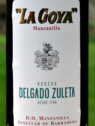 La Goya Manzanilla is a perfect aperitif between friends. THis is a stunning fino sherry, crisp, dry and nutty. IWC Gold Medal winner. This half bottle enables you to enjoy its fresh, complex aromas of almonds and camomile and its nutty flavours with just a hint of salty tang from its time under flor in Sanlucar de Barrameda in Andalucia.