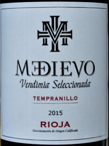 Medievo Seleccion Especial 2015 with 6 months ageing in oak barrels is very similar to a Crianza in style. It has expressive aromas of fine red fruits and a velvety smooth texture. A well-balanced, stylish Rioja at a great price.