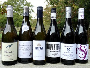 Cape Discovery Case Offer with notes; an exciting case and excellent present. 6 amazing wines from Stellenbosch to Swartland, Walker Bay to Roberston, Elgin to Western Cape. Top producers, family-run wineries, all highly rated by Tim Atkin MW or Jancis Robinson