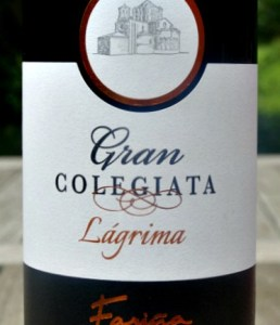 Gran Colegiata Lágrima Roble : Terrific example of sumptuous, approachable Toro red. Attractive full-bodied red wine with brambly fruit and subtle oak aromas. Juicy fruit flavour with good structure and length.