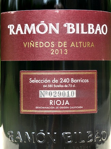 Ramon Bilbao Viñedos de Altura Crianza 2013 Juicy blackberry, raspberry flavours with a silky warmth combine with balsamic nuances; a hint of chocolate and sweet spice. Complex and intense layers. Drinking well through to 2019. Fantastic value from Bush Vines.