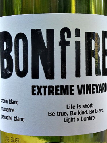 Bonfire Hill White 2018 is a delicious dry, full-flavoured white wine from South Africa. Complex layers of stone fruit and apples coupled with citrus and a deft light oak touch. A Rhone style white at a brilliant price. Made by Trizanne Barnard. Excellent value.