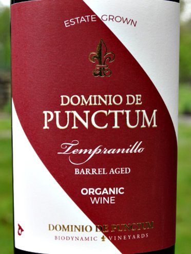 Dominio de Punctum Tempranillo Roble 2020; new organic & biodynamic wine from this fantastic Bodega. Appealing pure blackcurrant and cherry fruit with vanilla oak and spice. Bursting with flavours, ripe, firm tannins and great structure. Well balanced with excellent length and superb value.