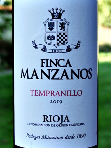 Finca Manzanos Tempranillo 2019 lightly oaked Rioja is a perfect everyday drinking red with classic Rioja characteristics. Fruity and spicy from 6 months oak ageing. Old vine Tempranillo.