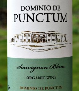 Dominio de Punctum Sauvignon Blanc 2020 organic & biodynamic. Subtle, Loire-style Sauvignon, refreshing, but smooth with excellent balance and length. Fantastic value at £8.50.