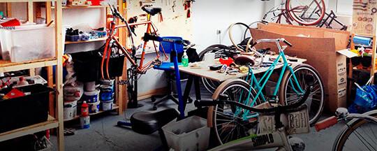 تعمیر دوچرخه در گاراژ