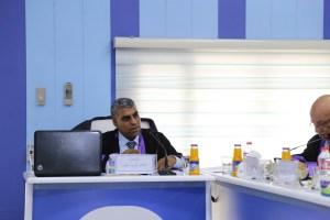 جانب من مناقشة طالب الماجستير طالب كريم عبود