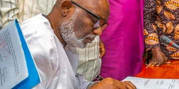 Akeredolu signs public health regulations order over Coronavirus - Businessday NG