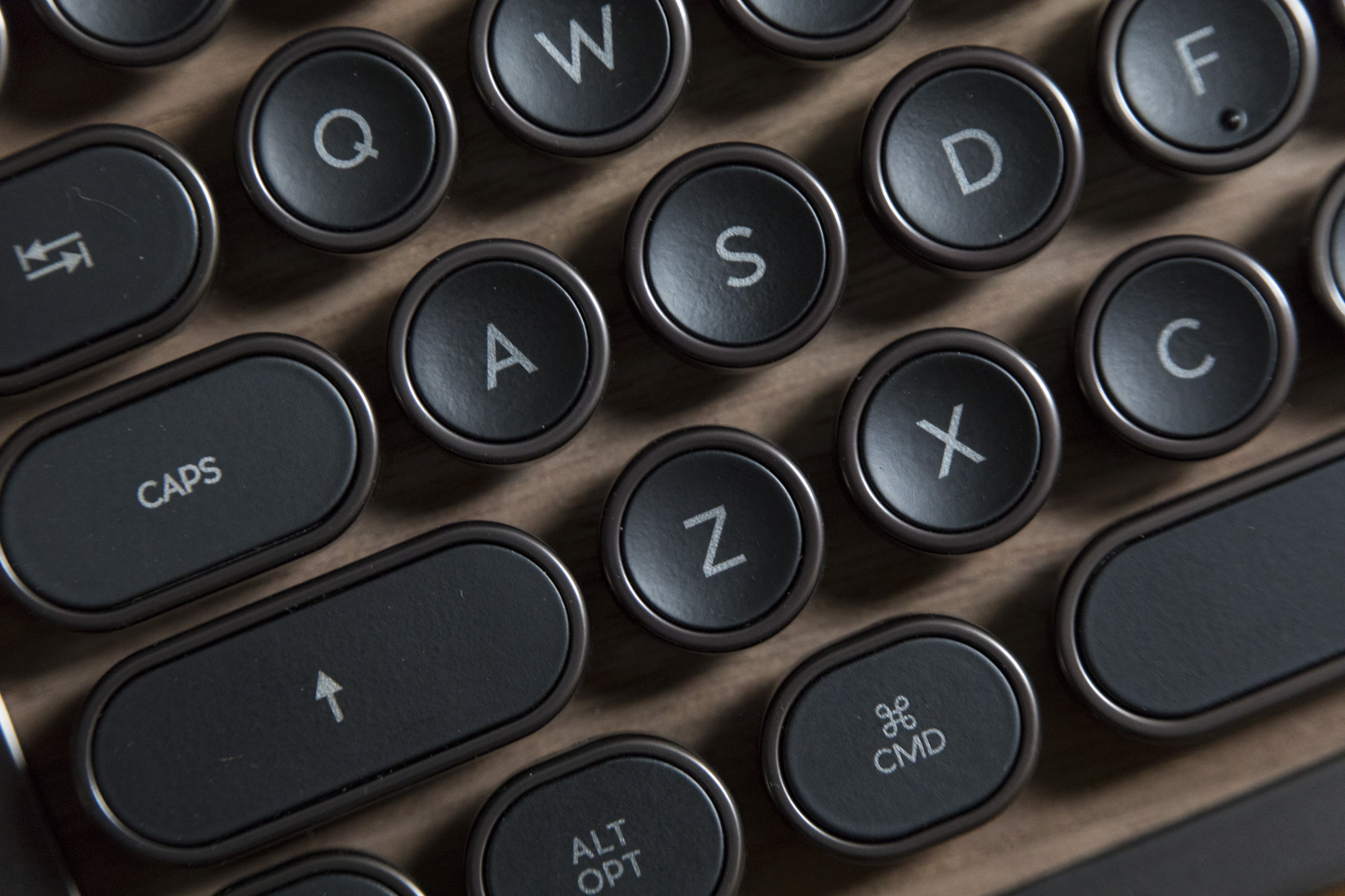 1518209330 582 the retro classic azio bluetooth keyboard inspired by the typewriter is a luxury treat - The retro-classic Azio Bluetooth keyboard inspired by the typewriter is a luxury treat