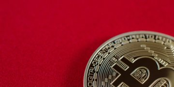 Bitcoin red - Cryptocurrency Exchange Currency Faced with Regulatory Pressure in Japan: Report