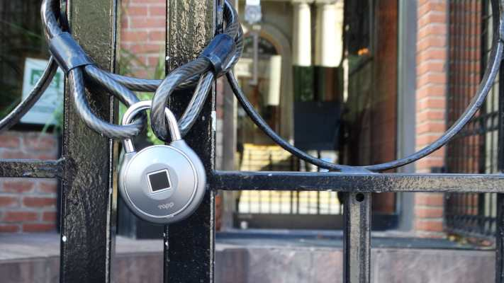 tapplock one silver gate - The Tapplock One is a fingerprint padlock with solid intelligence