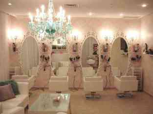 Chic Running Ladies Saloon For Sale in Dubai