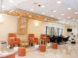 迪拜女士紧急销售美容中心