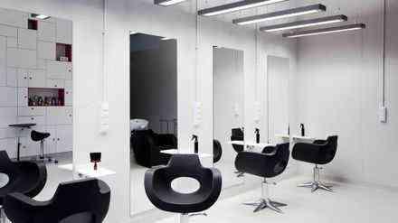 lady salon for sale in Dubai للبيع صالون نسائى