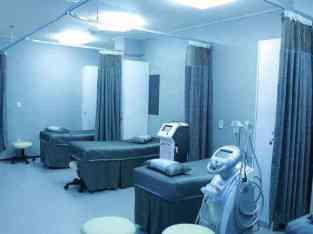Centro médico con 26 salas de tratamento á venda en Dubai