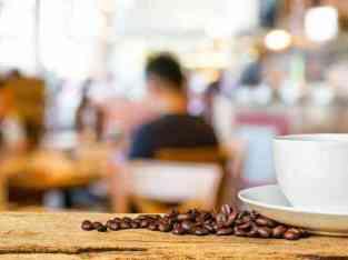 두바이에서 판매되는 차안의 커피 숍