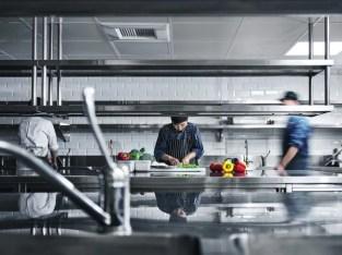 Eladó két kulcsrakész étterem minden felszereléssel Dubaiban
